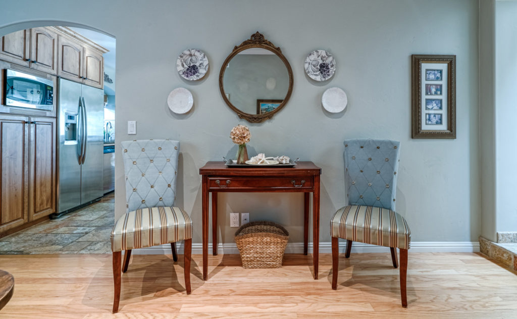 Furniture-Style-&-Staging-Comfortable-Chairs