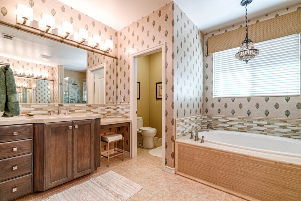 Modern-Tommy-Bahama-Bathroom-Accent-Lighting