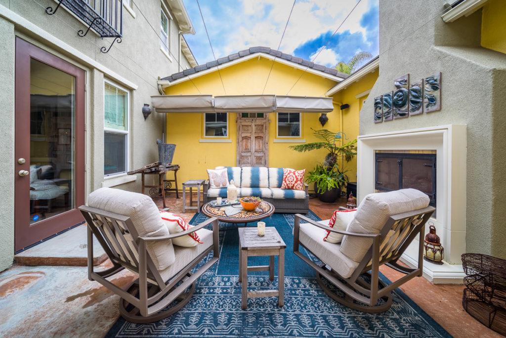 Eclectic-Courtyard-Outdoor-Conversation-area