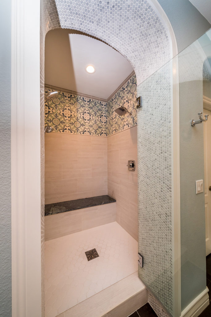 Moroccan-shower-arch-entry