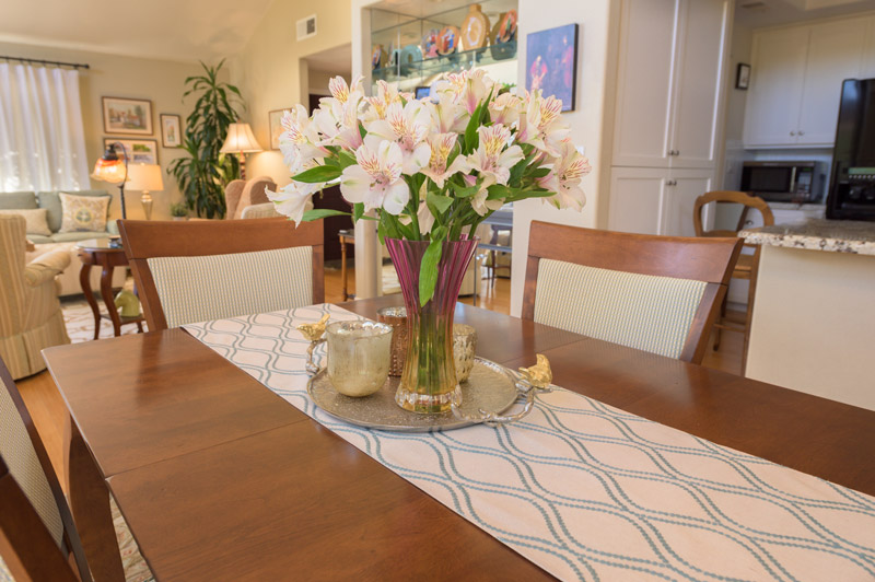 floral-splash-dinning-table