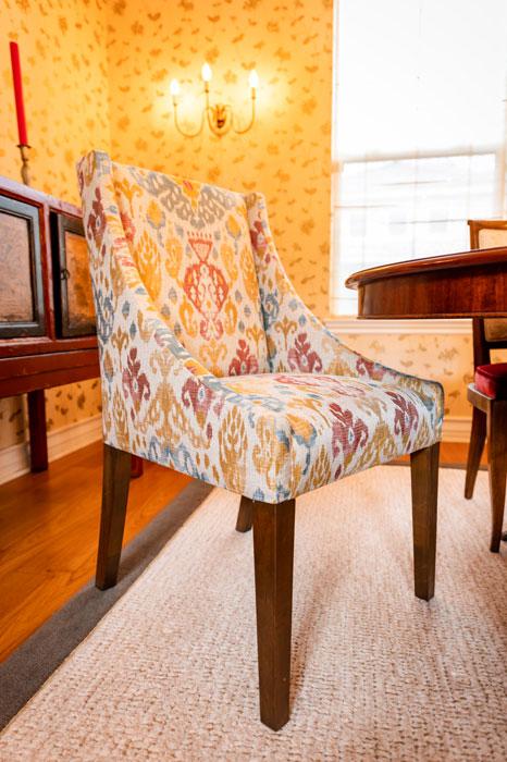 comfortable-head-table-chair